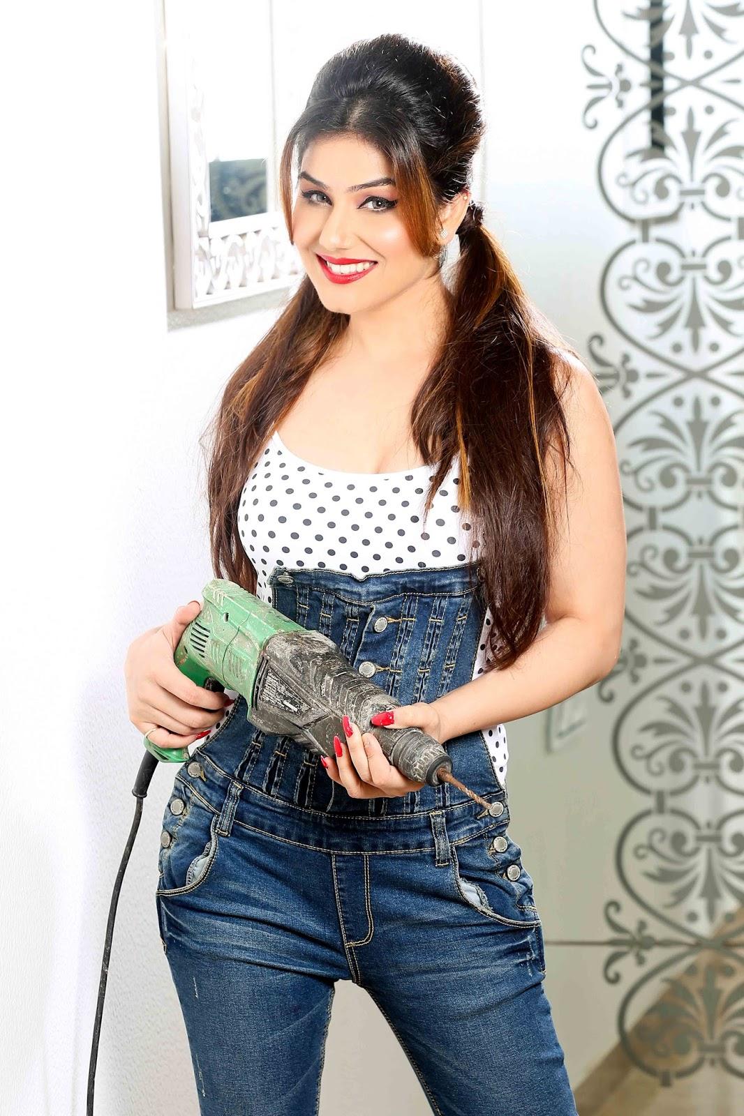 Kangna Sharma in jeans, Kangna Sharma sexy photos ever