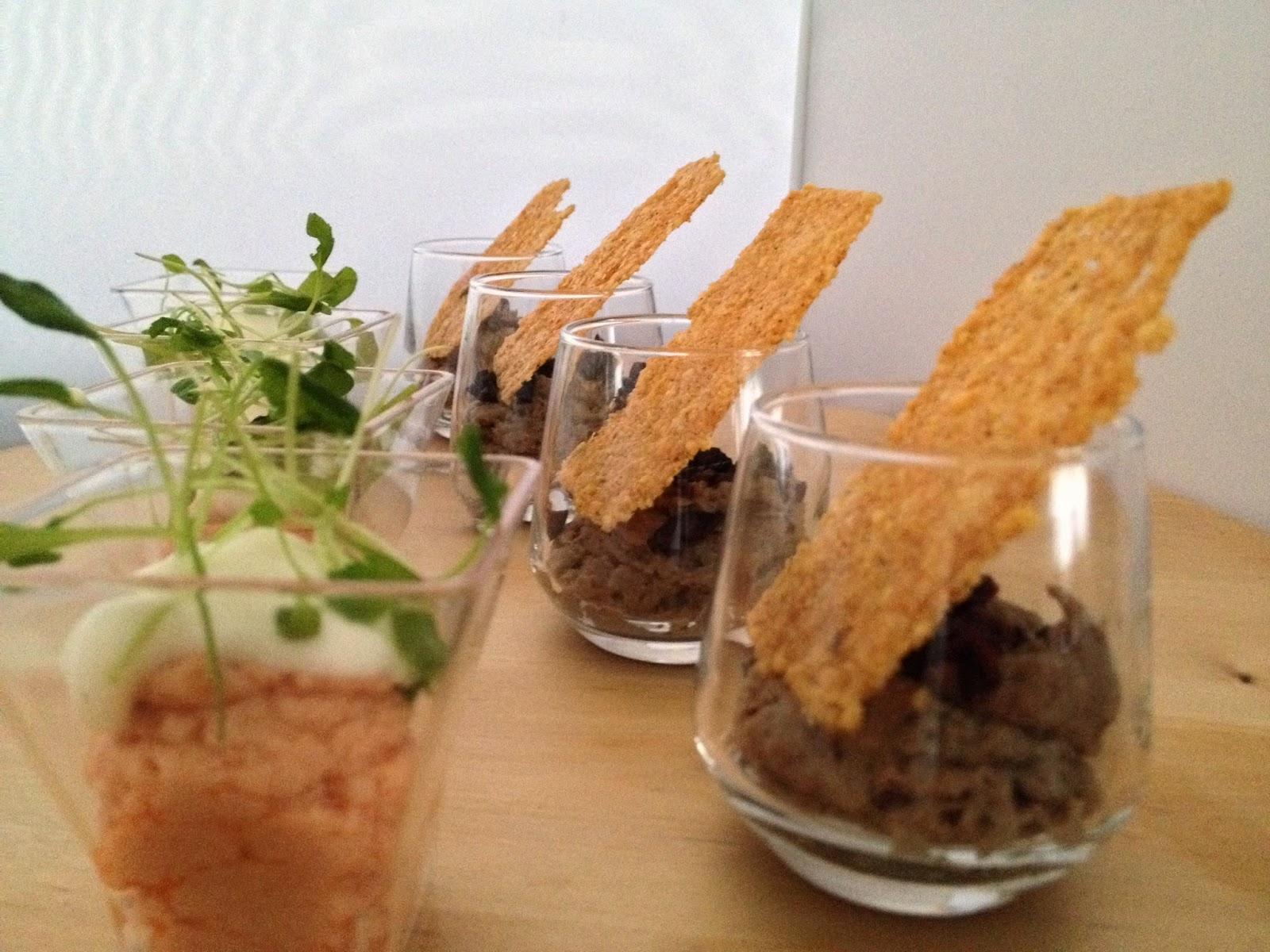 Verrines de mousse de tapenade et tuile de parmesan , mousse de saumon frais chantilly aux herbe