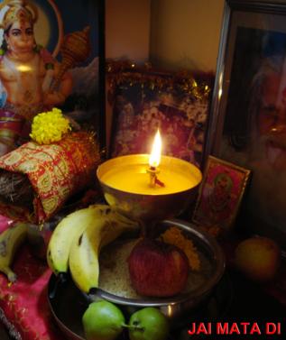Maa Durga ki Aradhana Kaise Karen