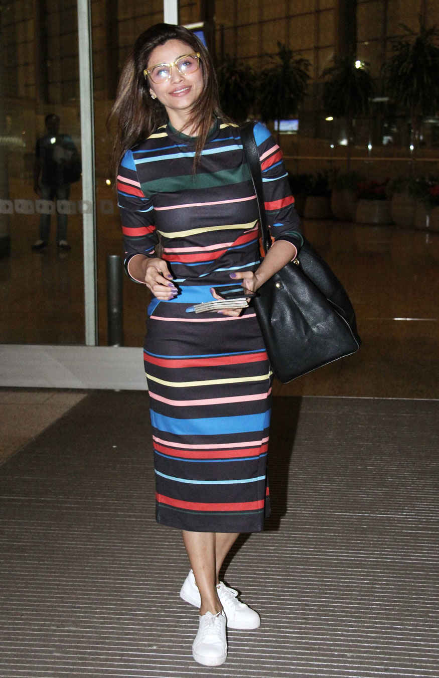 Actress Daisy Shah Spotted at Mumbai Airport