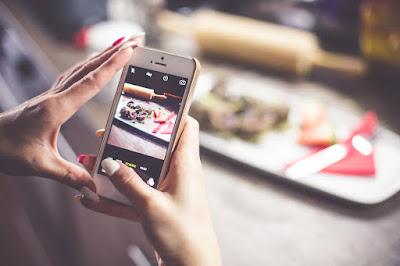 [冒牌生]你是「手機先食者」嗎?為什麼吃飯前會先拍照?