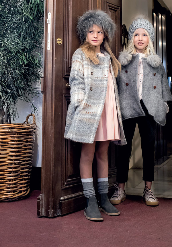 Tapados y sacos otoño invierno 2018 para niñas. Moda invierno 2018 abrigos para niñas.