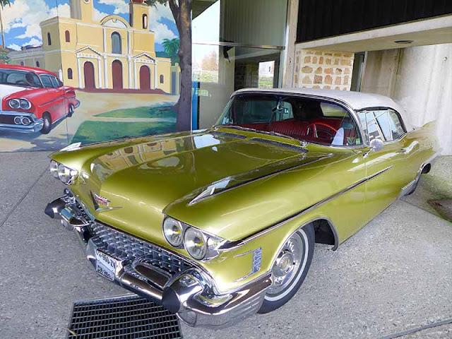 voiture Cadillac jaune