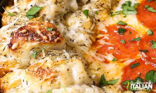 http://theslowroasteditalian-printablerecipe.blogspot.com/2015/09/pizza-skillet-dip.html