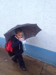 Fabian saliendo del Colegio