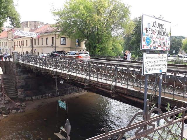 Il ponte con l'altalena a Uzupio - foto di Pietro Piliego