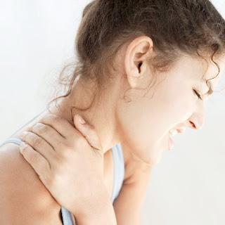 Nguyên nhân triệu chứng đau mỏi vai gáy