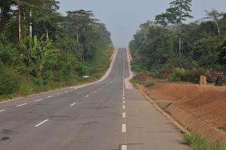 via ketta-sembé cerca de camerún, Bata, Angola, Cabinda