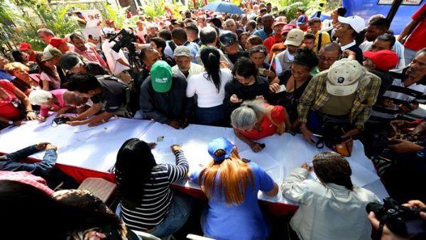 Recolectan firmas en Venezuela contra injerencia de EE.UU.