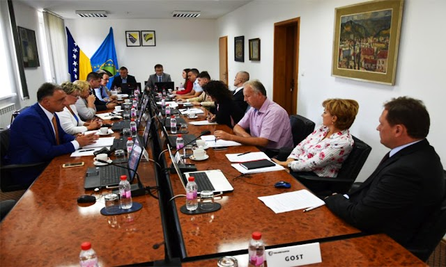 UČENICI NA BOLNIČKOM LIJEČENJU U TUZLANSKOM KANTONU IMAJU OSIGURANU ORGANIZIRANU NASTAVU