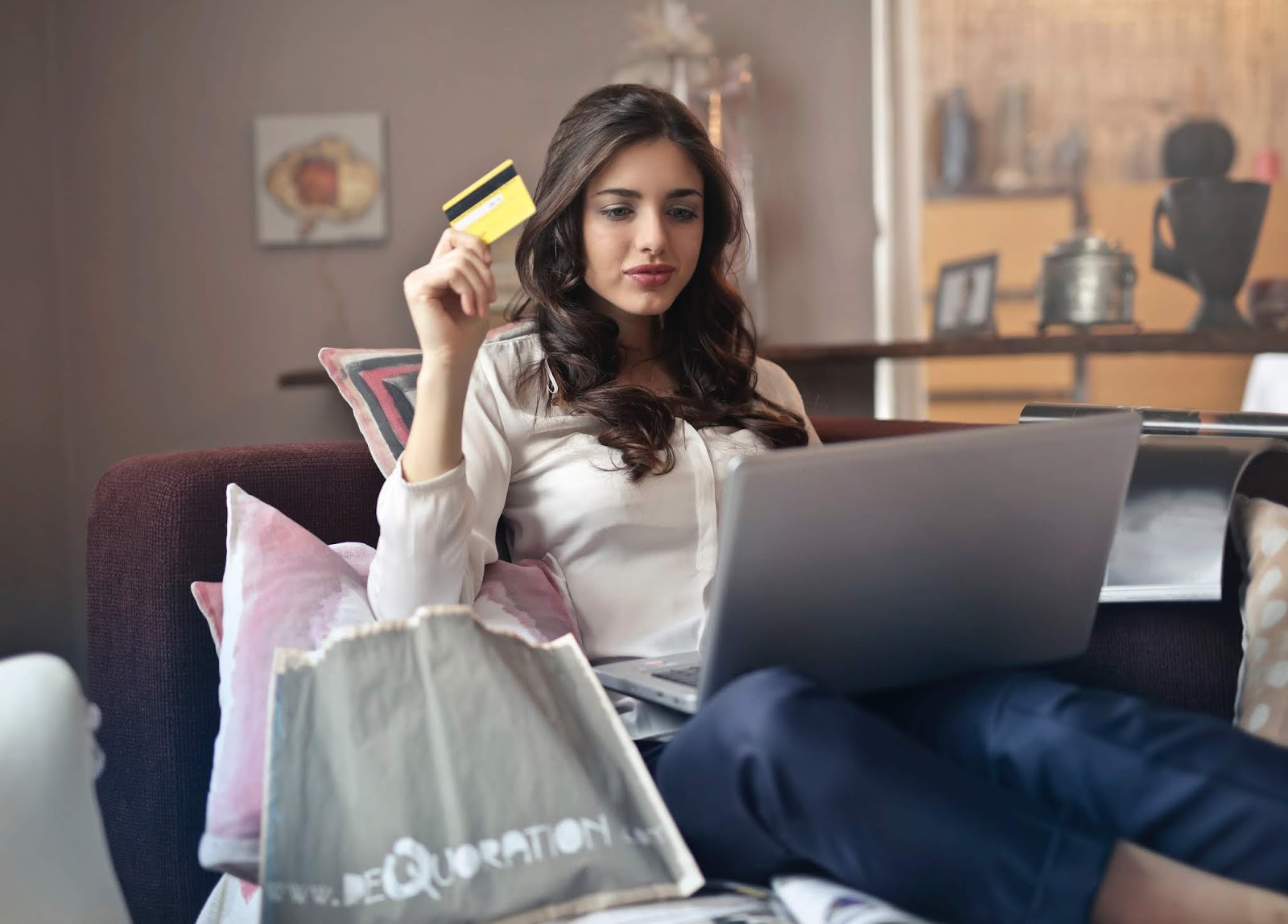 Vai comprar pela internet? Saiba como se proteger