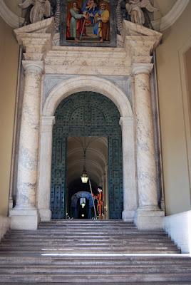 Entrée du palais apostolique,