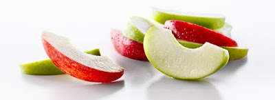Red and green apple slices