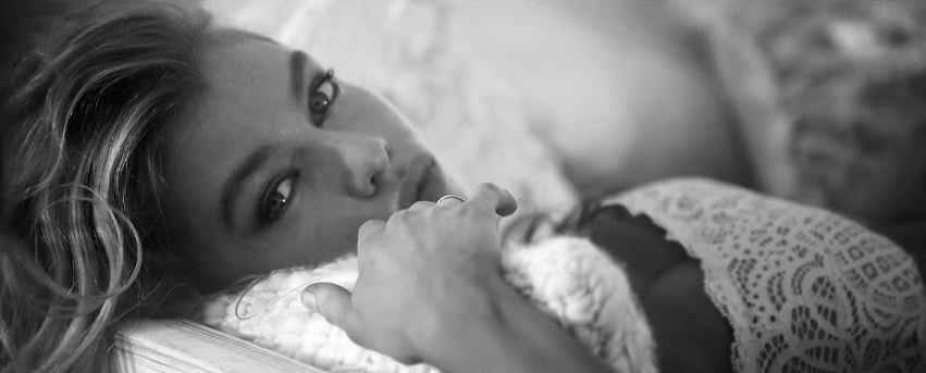 Modella Victoria's Secret pubblicità Dream Angels video in bianco e nero con Foto - Testimonial Spot Pubblicitario Victoria's Secret 2017