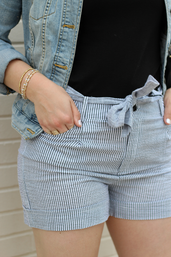 bohoblu, preppy style, how to style shorts for spring, mom style, seersucker shorts
