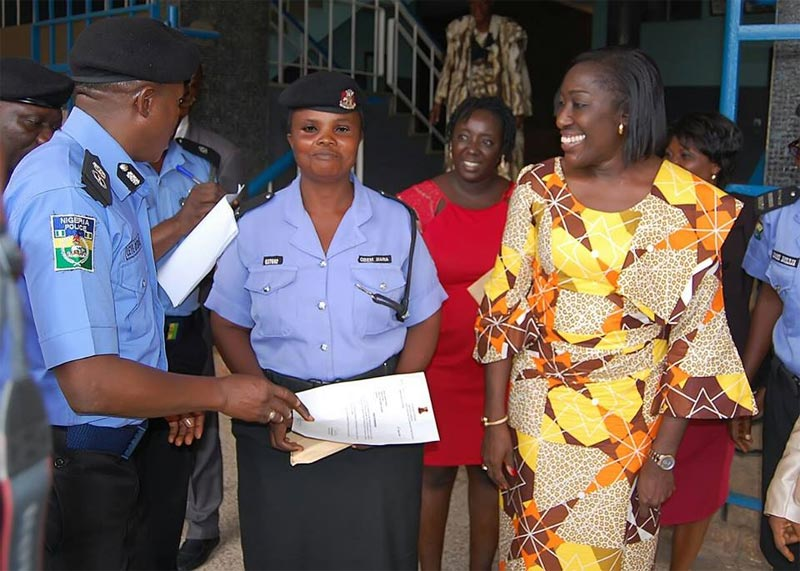 Hardwork pays: Oyo first lady rewards policewoman seen working under the rain