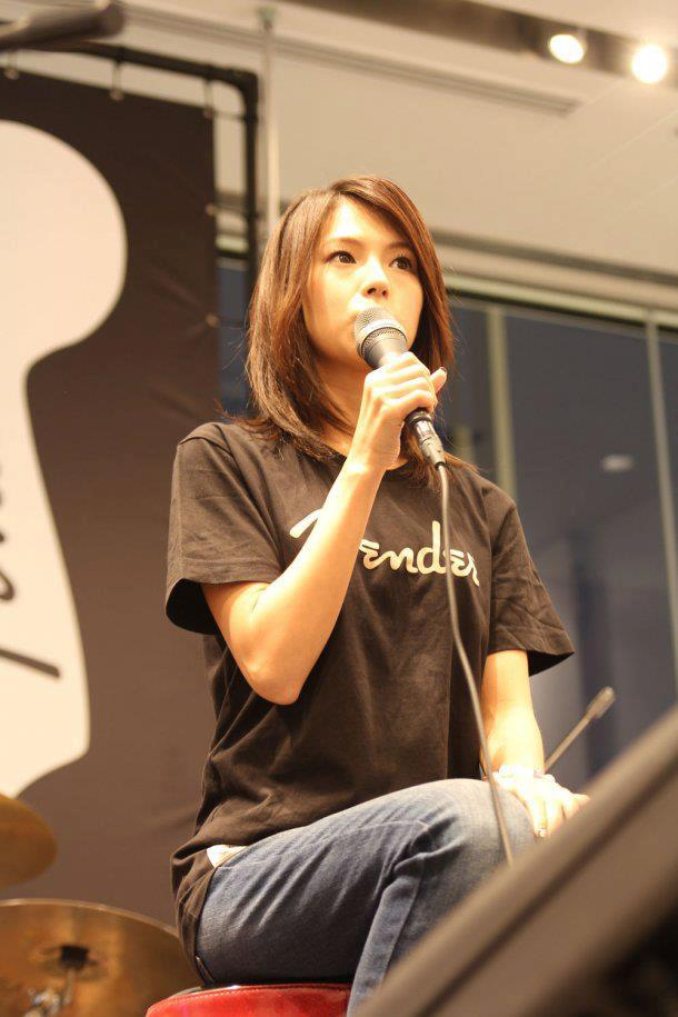 SCANDAL at Uniqlo x Fender Launch 2012 Haruna2