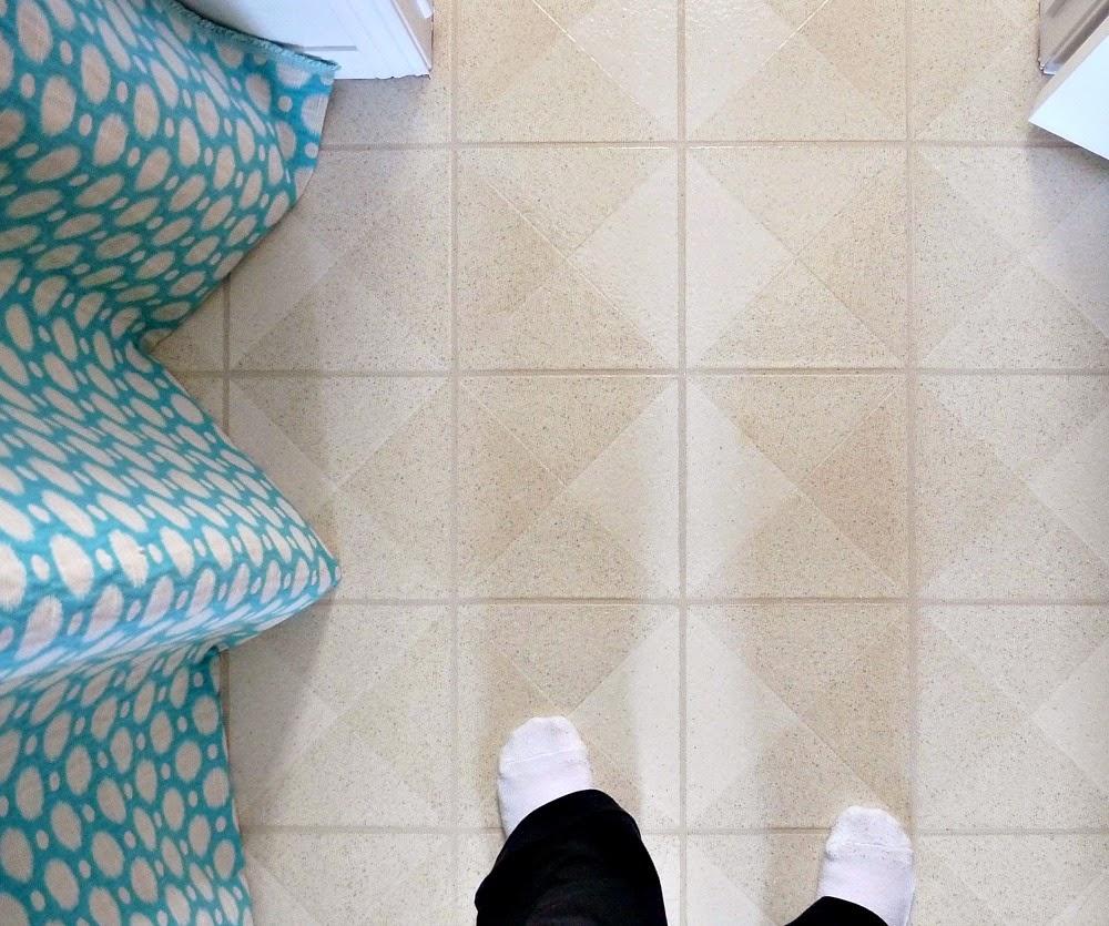 How to decorate around beige vinyl floors