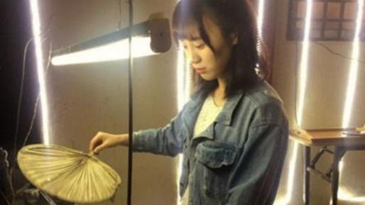 sosok gadis penjual sate