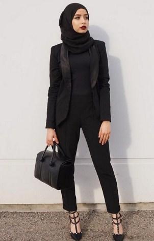 Berbagai gaya busana muslimah untuk kerja dikala ini semakin menarik dan banyak sekali berag 35+ Ide Terbaik Baju Kerja Muslim Modis Untuk Wanita Muslimah 2018
