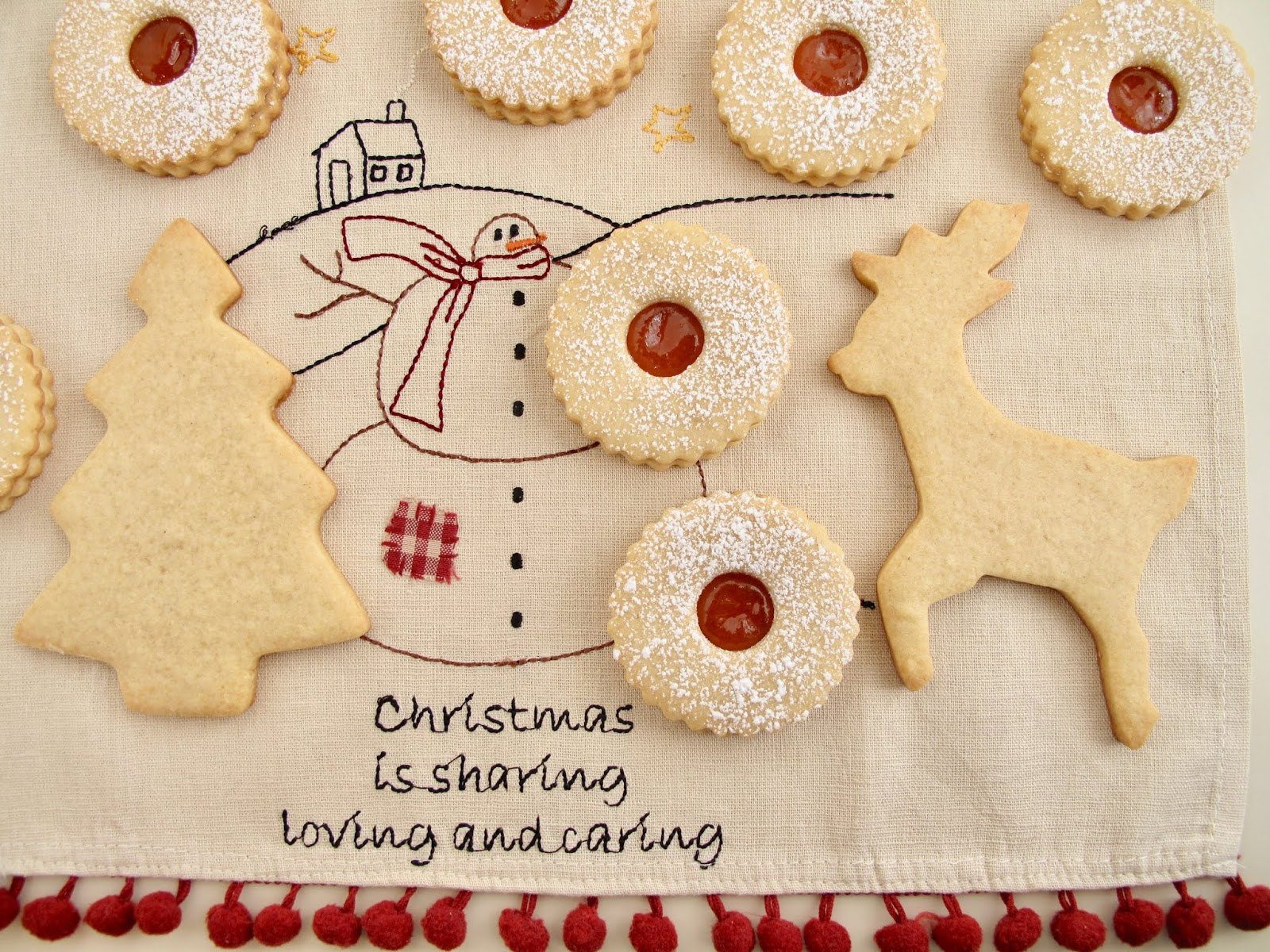 Cashew Linzer Cookies With Apricot Jam