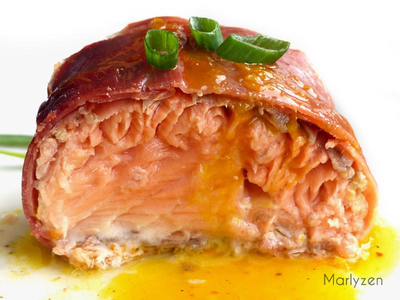 Rôti de saumon au jambon cru, sauce à l'orange