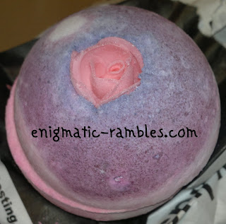 sex-bomb-lush-review-bath-ballistic