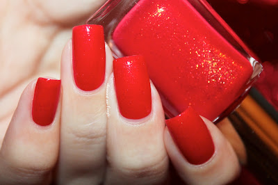 Swatch of the nail polish 430 - Chili Pepper Red de Kiko
