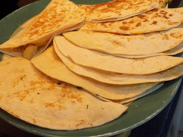 Quesadillas de pollo y piña