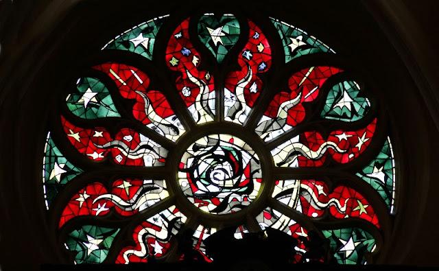 Rosace de la Collégiale Royale Notre Dame de Melun.