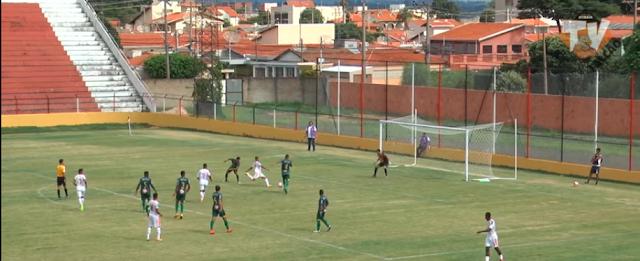 Barretos fez um excelente jogo mas foi derrotado pelo líder Atibaia jogando em Indaiatuba - Momento do chute de Danilo Pereira para o gol que deu a vitória ao Atibaia