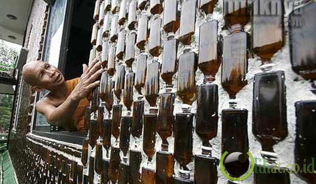 Kuil Budha Dari Botol Bir