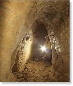 Après la découverte en 1994 de Gobekli Tepe qui remonte à 12 mille ans et est destinée à réécrire l'histoire du Néolithique, le réseau de tunnels souterrains qui connectent l'Écosse avec la Turquie est également mystérieux.