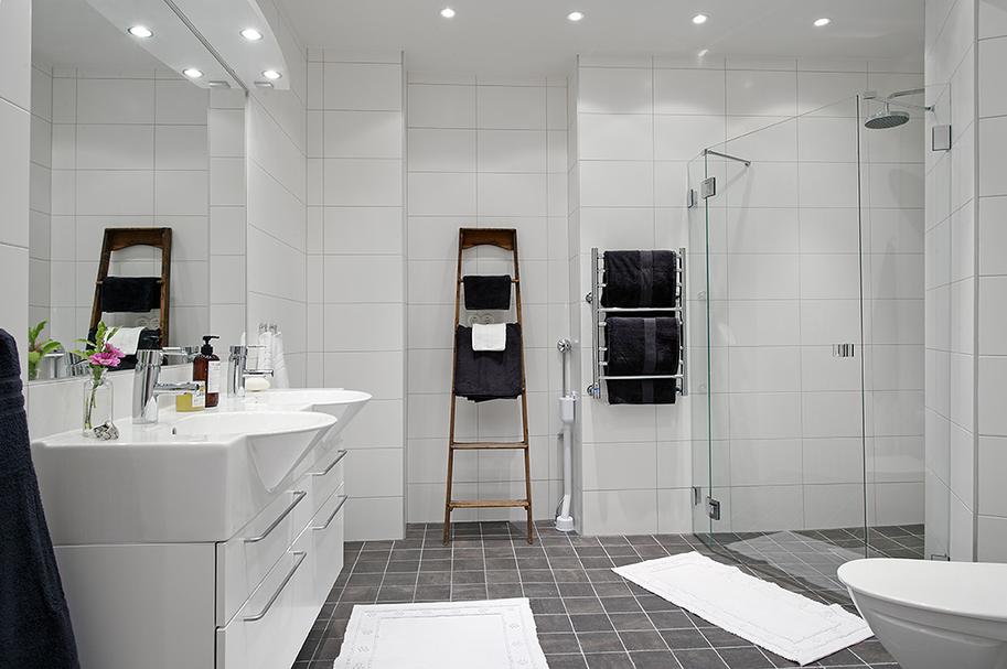 Scandinavian Design Bathroom: Dekorujemy Razem: Drabina