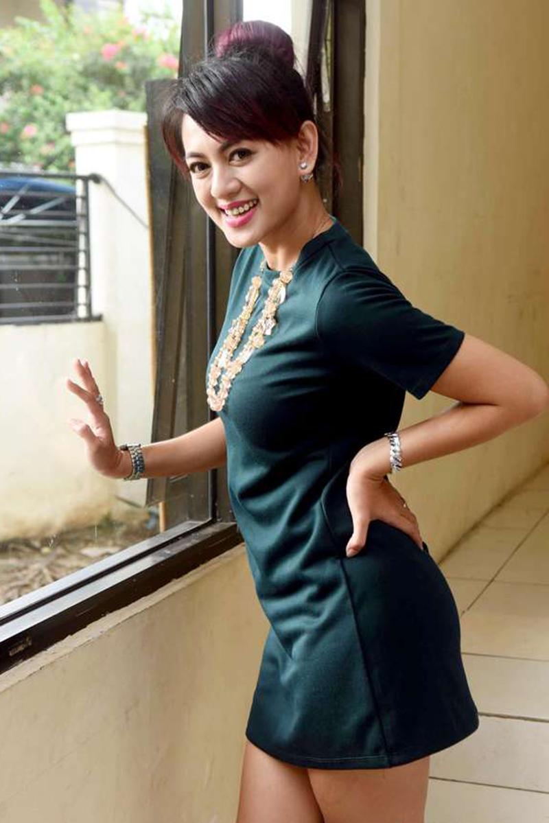 Paha Yeyen Lidya minidress seksi dan manis