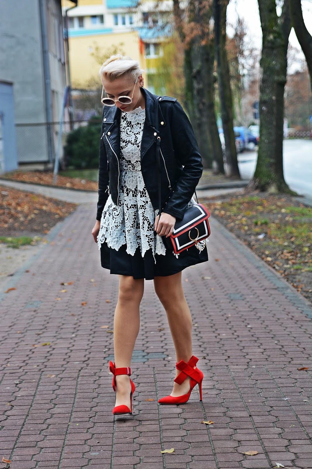 sukienka_koronkowa_czarna_ramoneska_czerwone_szpilki3