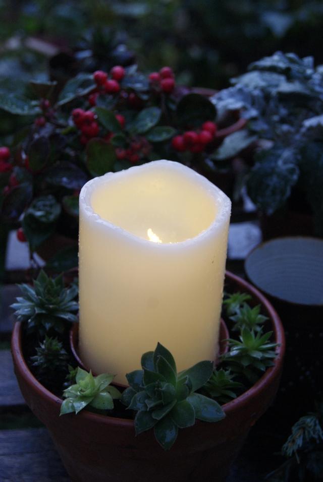 Outdoor-LED-Kerze für den Gartentisch