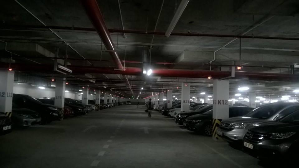 Tầng hầm đỗ xe tại dự án Goldmark City