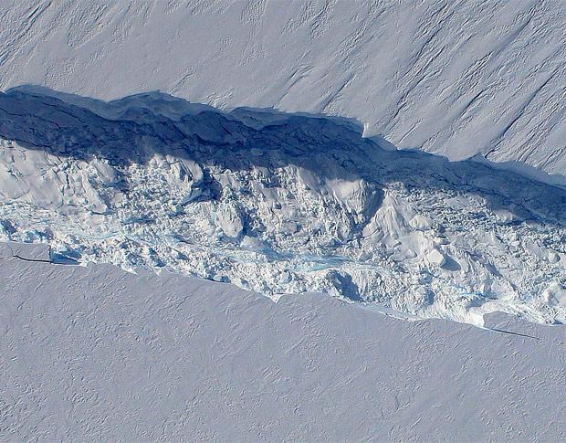 Resultado de imagem para rachaduras gelo antartida C