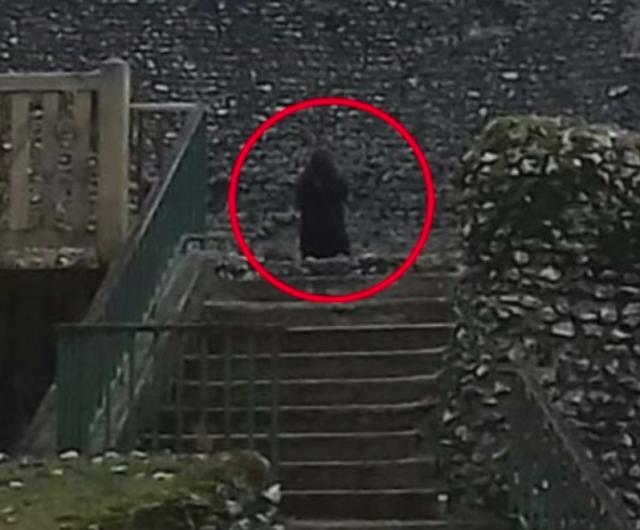 Fantasma de un monje es fotografiado en castillo de Inglaterra