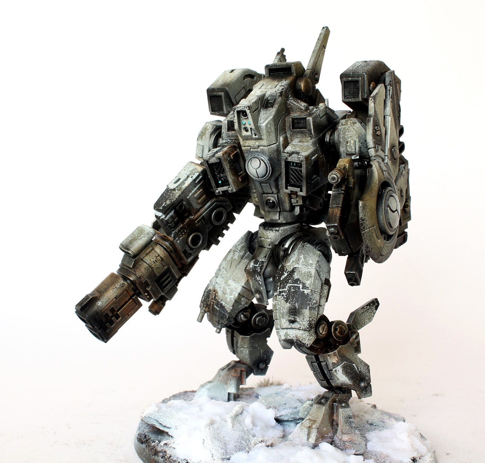 Showcase: Tau XV104 Riptide Battlesuit - Tale of Painters