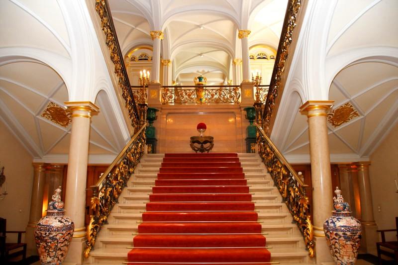 Grand Foyer Palais Du Luxembourg : Royalty pomp