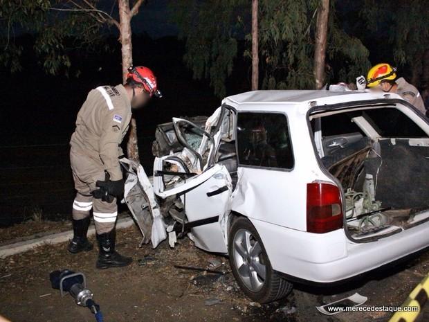 Tragédia: Casal e filha de 2 meses morrem em acidente após saírem de casamento