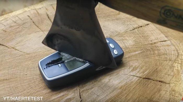 Nokia 3310 Masih Hidup saja Sesudah Dihantam Kapak Panas