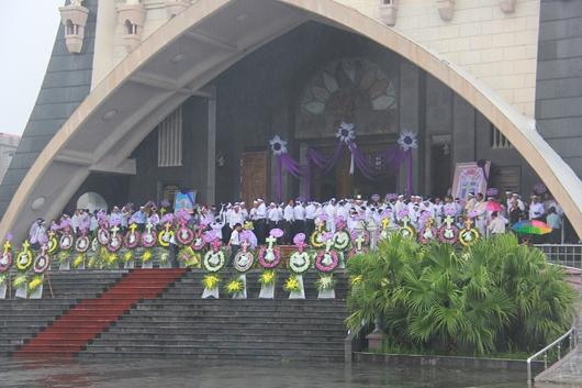 Ngày thứ Ba: Kính viếng và cầu nguyện cho Đức cha Phanxicô Xaviê Nguyễn Văn Sang - Ảnh minh hoạ 6
