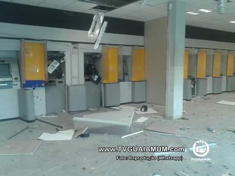 Grupo explode caixas eletrônicos, mas não leva dinheiro em Goiana