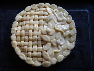 Pineapple & starfruit pie