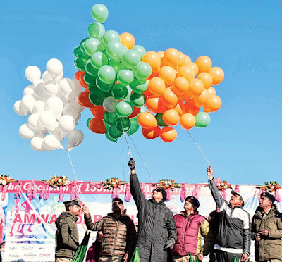 Olympian Anju Bobby George and senior police officers release balloons in darjeeling marathon