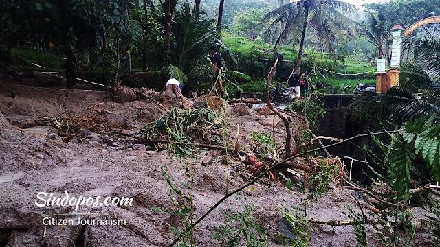 banjir-putus-akses-jalan-karangnongko-kalipelus-plumbungan-katipugal-mantren