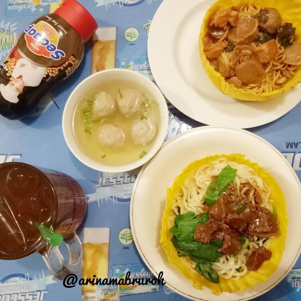 IstanArina Makan Mangkuk Pangsit Di Warung Mie Ayam Pak Joko